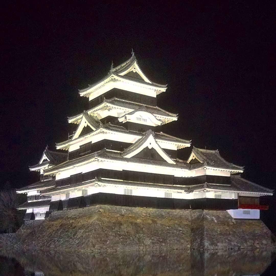 le château de Matsumoto de nuit