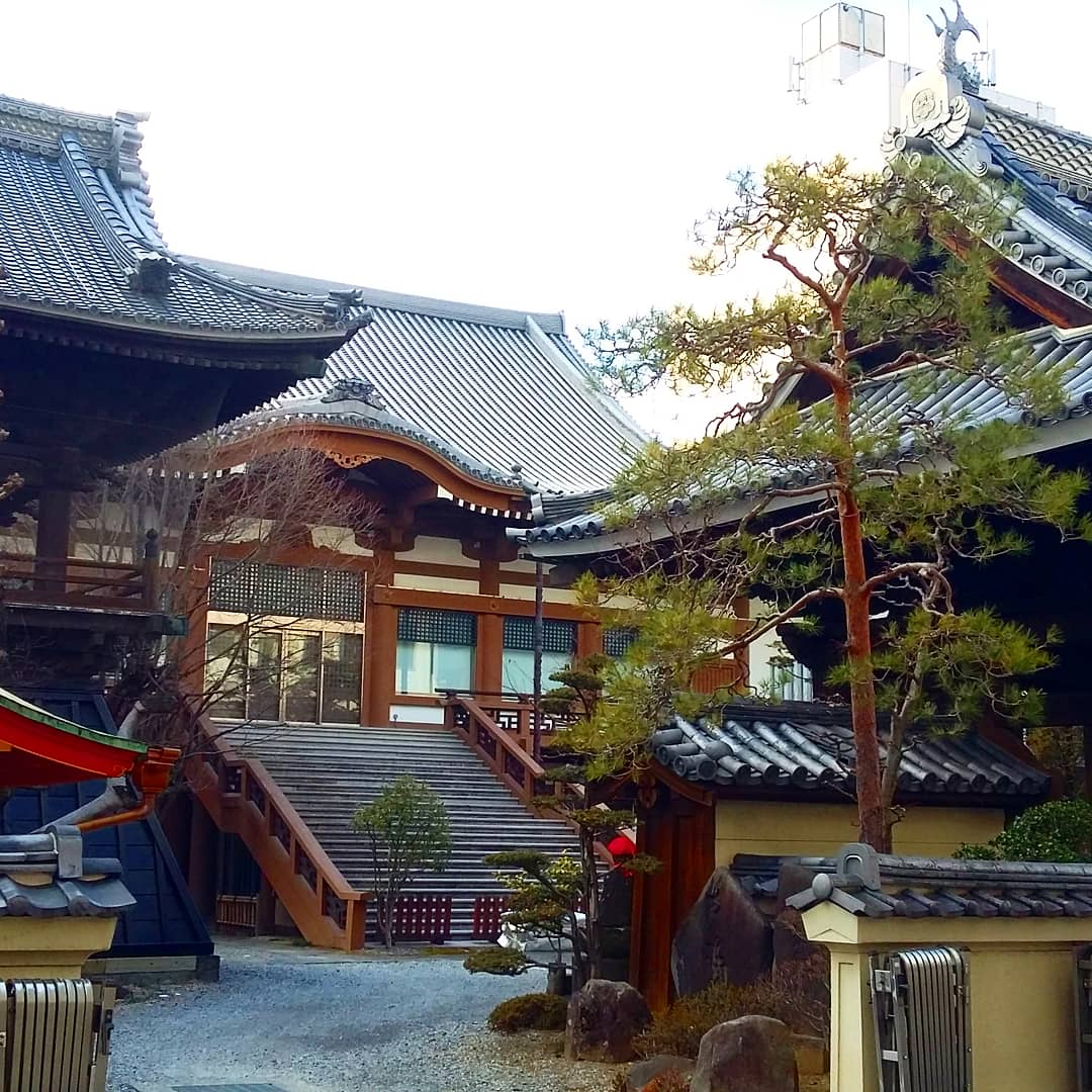 bienvenue au Temple Kasamori Inari