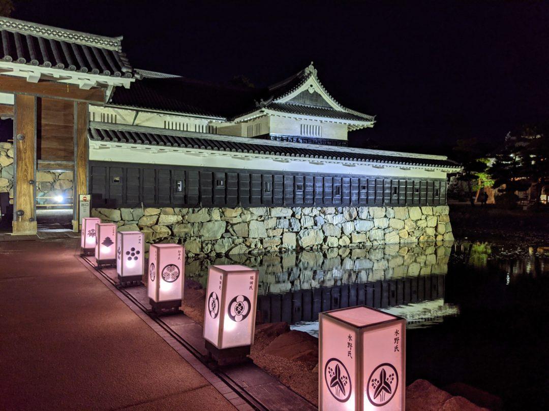 Sakura au Château de Matsumoto porte